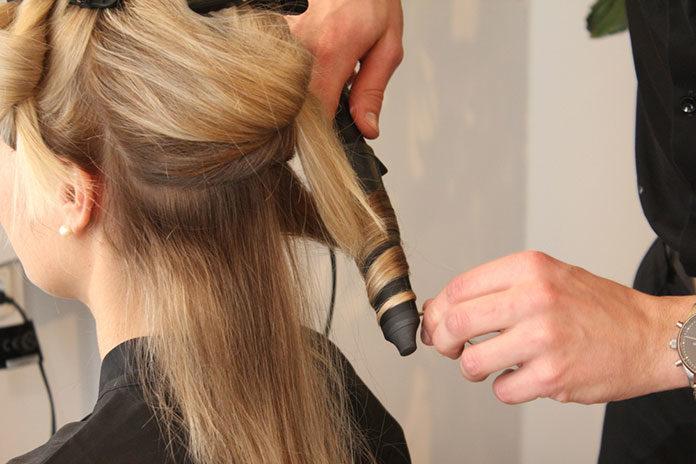 Jak dbać o kręcone włosy?