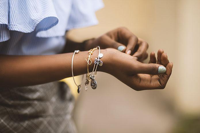 biżuterię ze stali szlachetnej