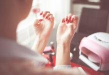 Narzędzia i akcesoria kosmetyczne do salonu stylizacji paznokci